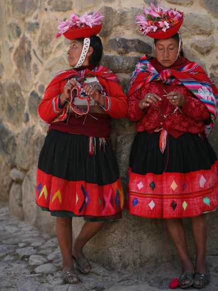 Peru-faces-knitting_23551_600x450