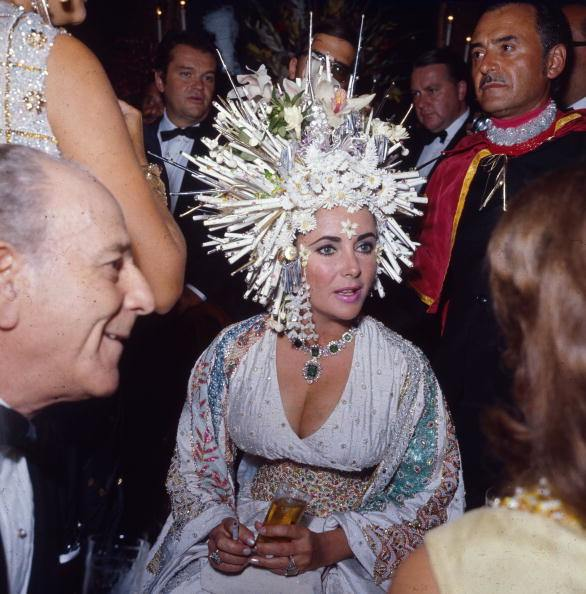 Elizabeth_taylor_headress